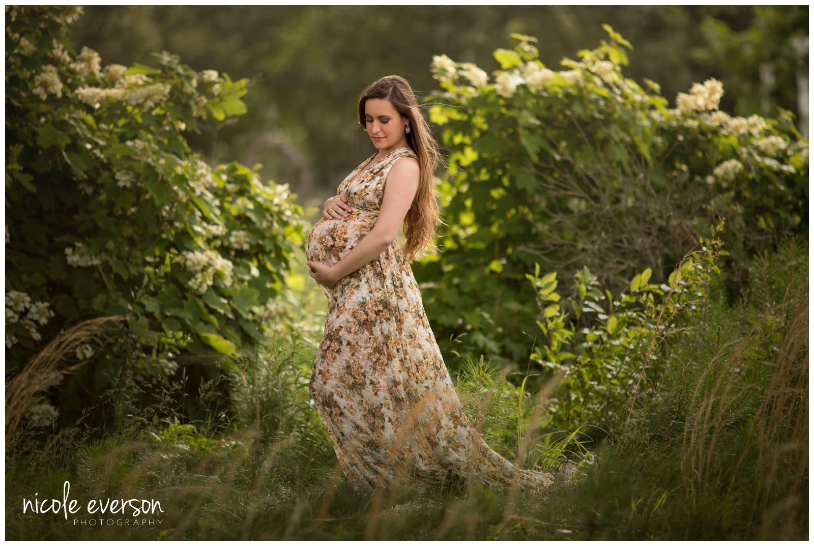 outside Maternity Photographer taken in Tallahassee Florida by Nicole Everson Photography