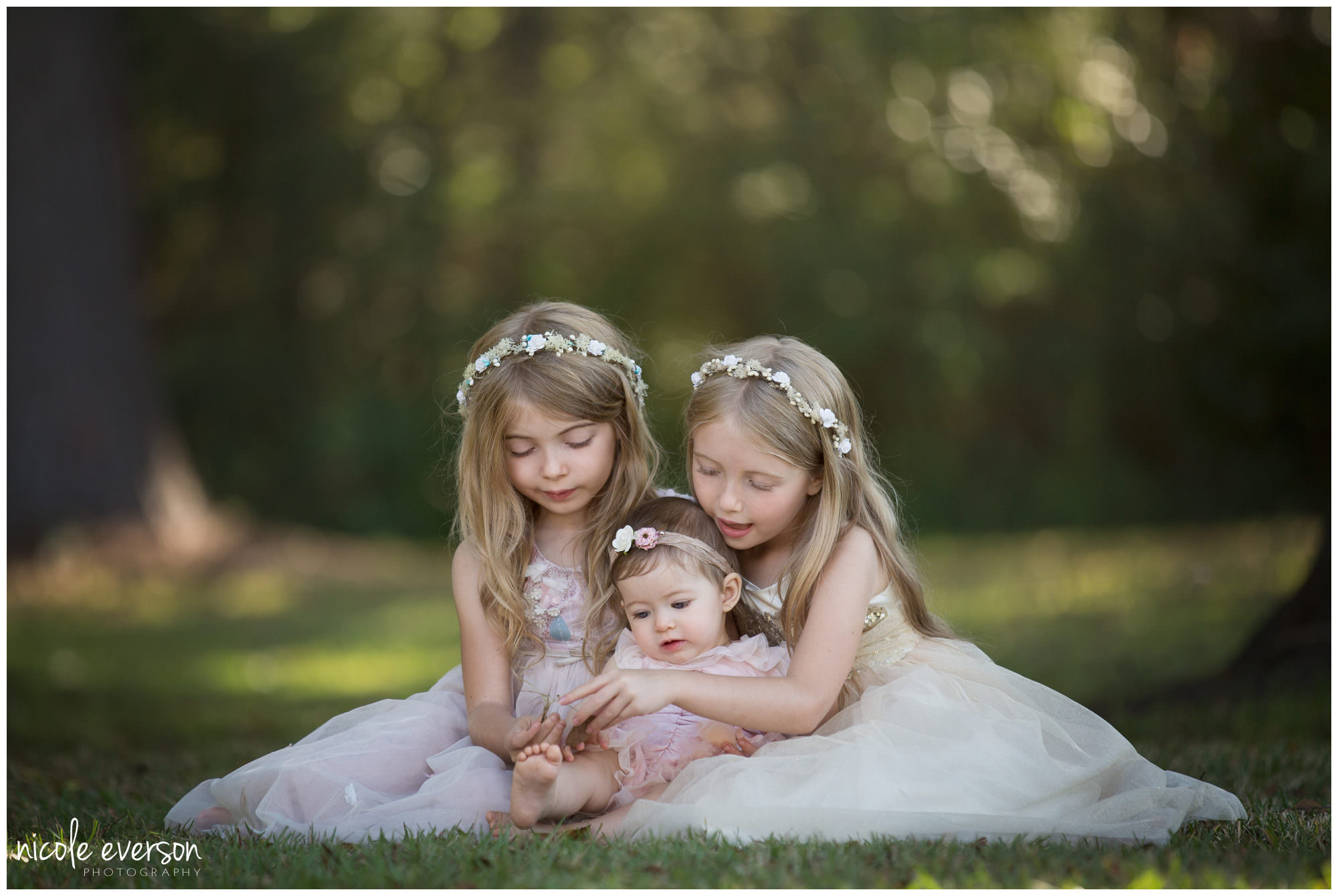 photo of three sisters playing in a Tallahassee field