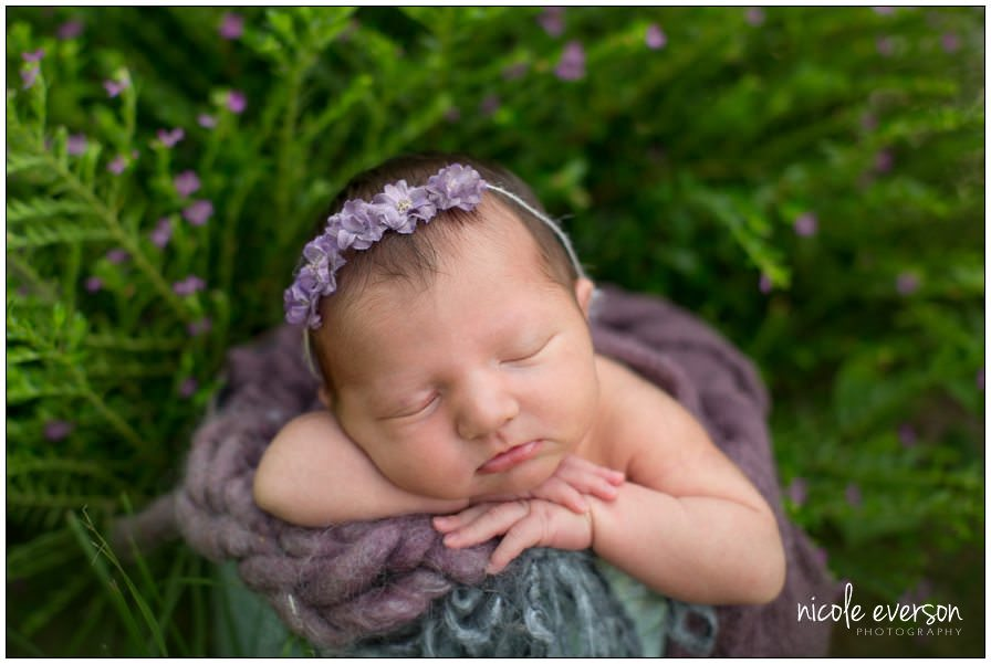 outside newborn picture photography