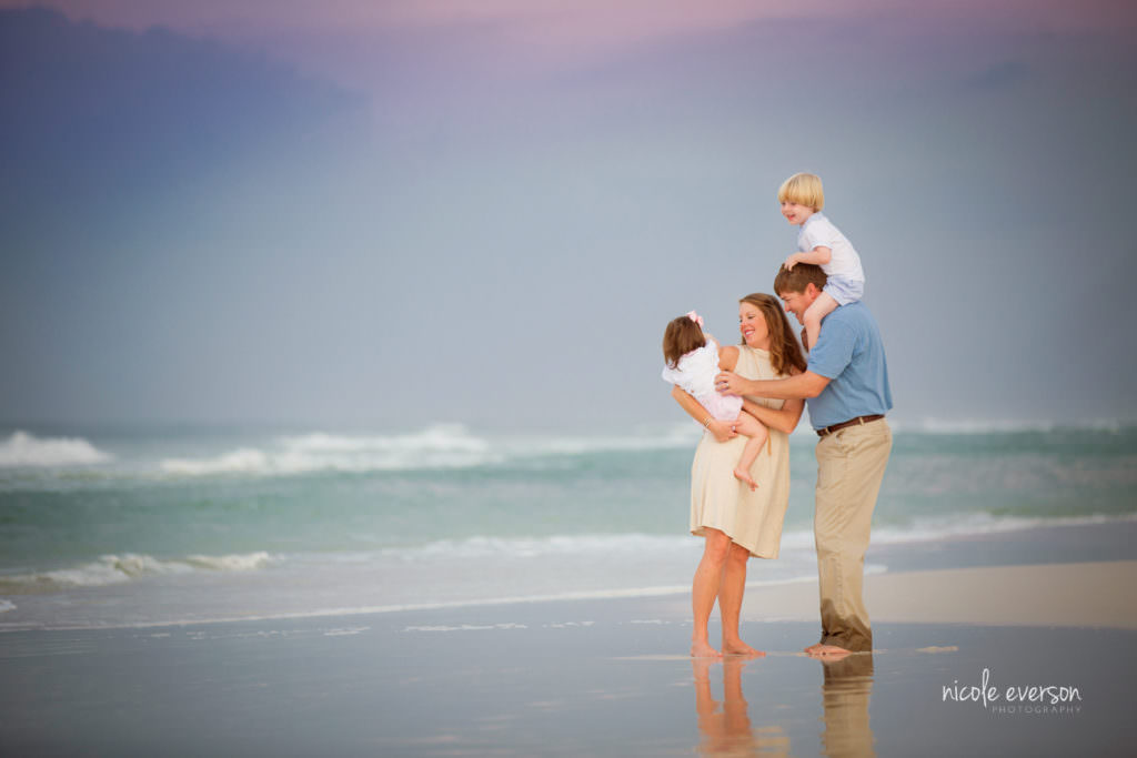 beach family pic photographed by nicole Everson photography